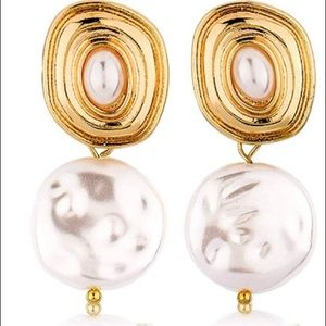 Lilly Pulitzer Gold pearl Dangle Earrings